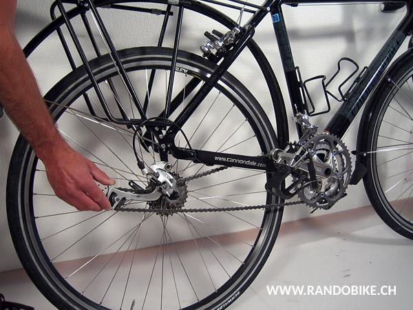 Ne pas oublier de refermer le frein. Appuyer d'une main sur l'étrier sans écrou, comme pour le démontage