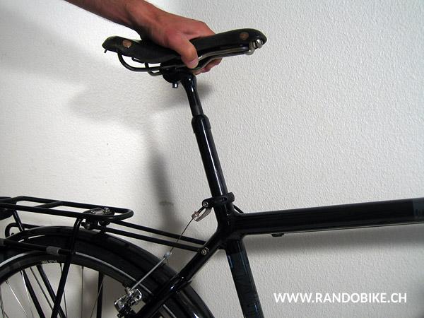 Selon la taille du cycliste et la longueur de ses jambes, le tube de selle devra être plus ou moins sorti